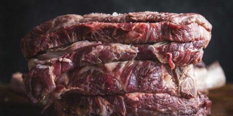 Por que não devemos lavar a carne?