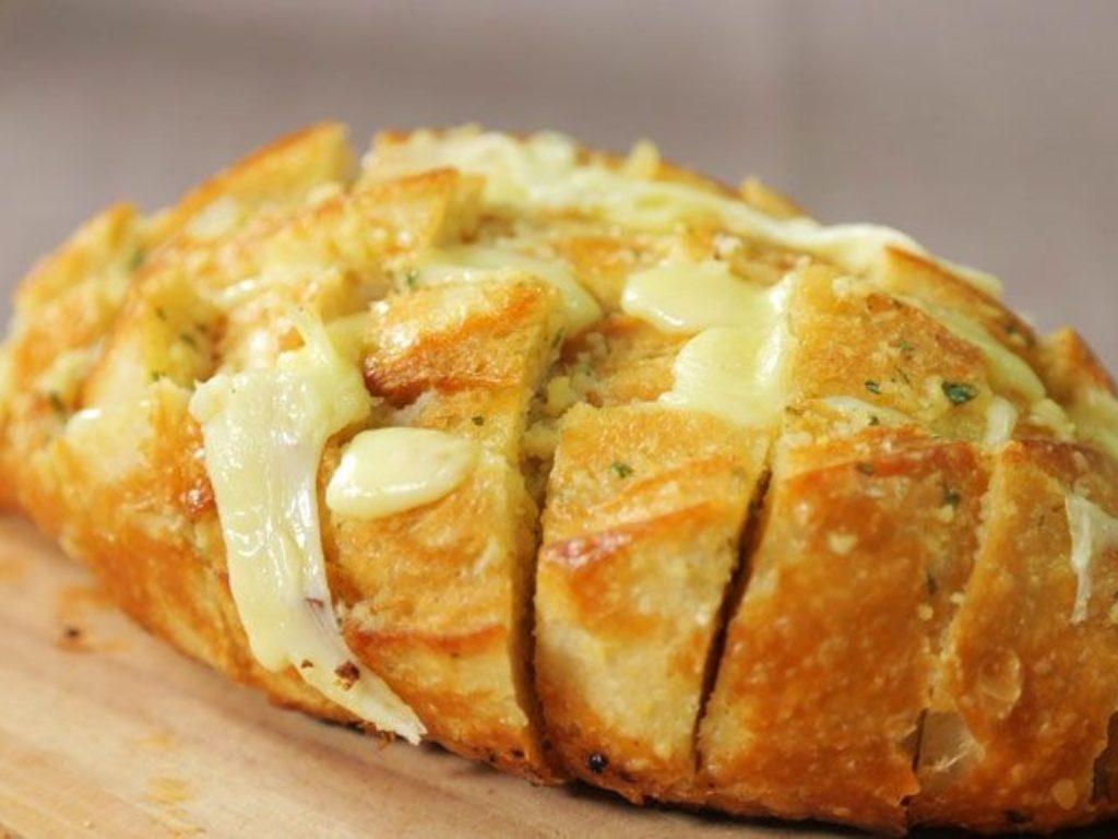 Receita do dia: pão de alho sem alho