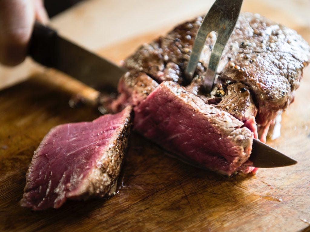Como fazer um churrasco barato com carne bovina