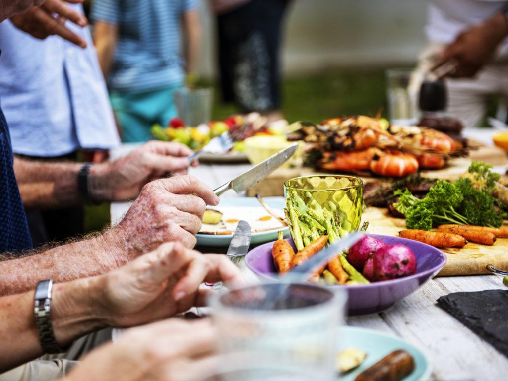 Como receber seus amigos para o churrasco?